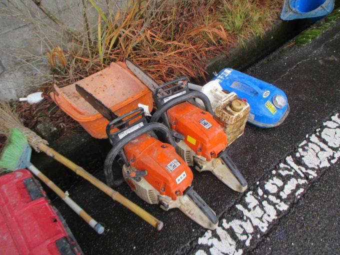 木の伐採工事:職人さんの道具の写真