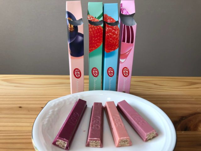 キットカット ショコラトリーピンク色のチョコレートを比べる